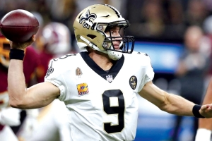 Brees eclipses Manning's yardage record