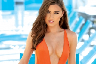 Meet 2019 Hooters calendar cover girl Laiken Baumgartner