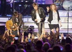 Lady Antebellum draws thousands to Bangor Waterfront