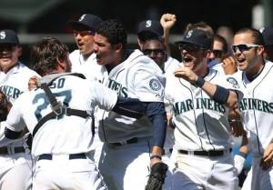 Mariners' Hernandez achieves pitching perfection