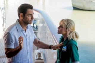 'Overboard' offers surprisingly smooth sailing