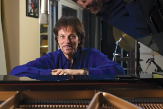 Robert Berry honors Keith Emerson's legacy with 3.2's 'The Rules Have Changed'