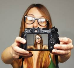 Help your selfie with some add-on gear