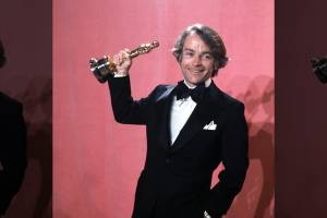 "In this March 28, 1977, file photo, John C. Avildsen shows off the Oscar he won for best director for ""Rocky,"" at the Academy Awards in Los Angeles. Avildsen, who directed ""Rocky"" and ""The Karate Kid,"" the hugely successful underdog fables that went on to become Hollywood franchises, has died at age 81. Avildsen's son Anthony says his father died Friday, June 16, 2017, in Los Angeles from pancreatic cancer."