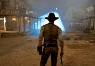'Cowboys and Aliens' blends six-guns and spaceships